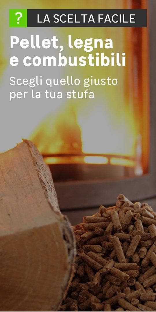 Dettaglio di un mucchio di legna da ardere e pellet