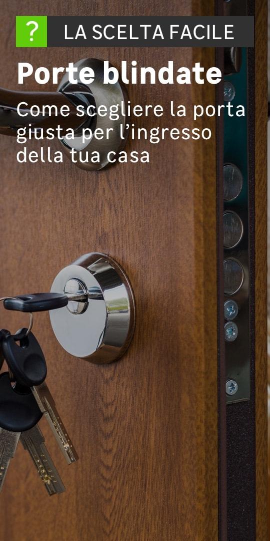 Dettaglio della serratura di una porta blindata fatta in legno