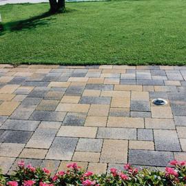 Pavimenti in cemento per esterni prezzi e offerte for Ciottoli da giardino leroy merlin