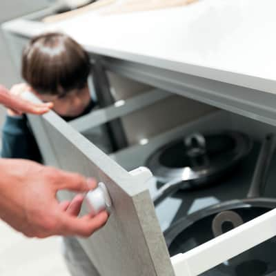 Protezione bambini per cassetto Magnetico, solo pomello in plastica / pvc Sp 60 mm